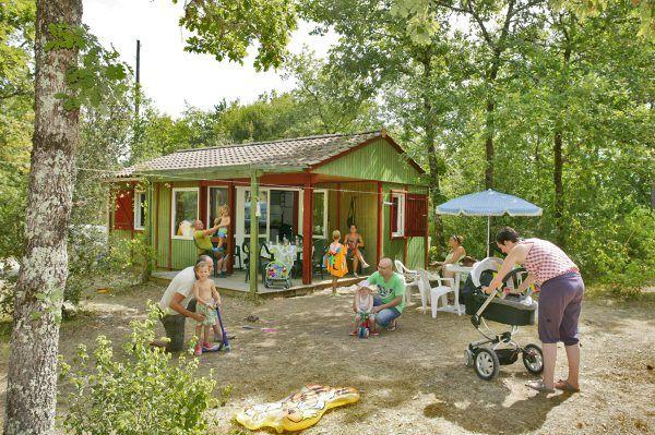 Location chalet camping Dordogne | La Peyrugue - Camping 3 étoiles | Périgord Noir